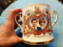 VINTAGE STRATFORD BONE CHINA COMMEMORATIVE GILDED LOVING CUP CHARLES DIANA 1981